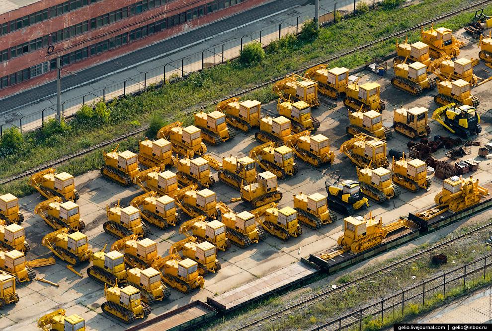 46. За 80 лет работы завод изготовил более 1 268 000 тракторов.