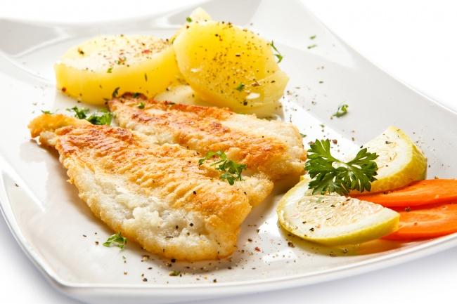 © depositphotos  Для поздних ужинов лучше отдать предпочтение белой рыбе. Можно, например, выб
