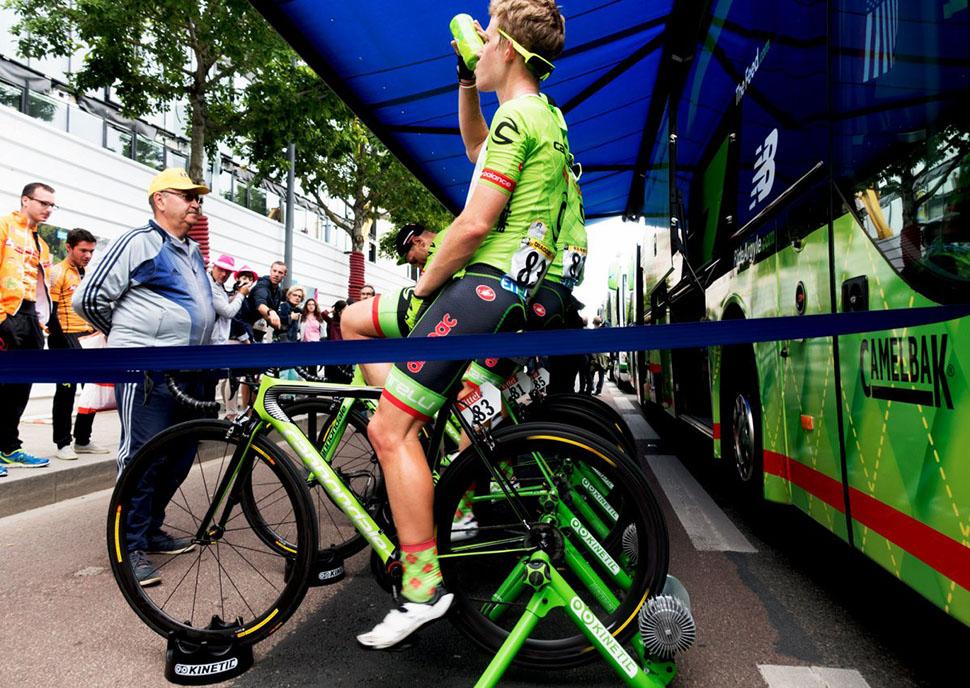 Что едят и пьют чемпионы Tour de France сразу после гонки (18 фото)