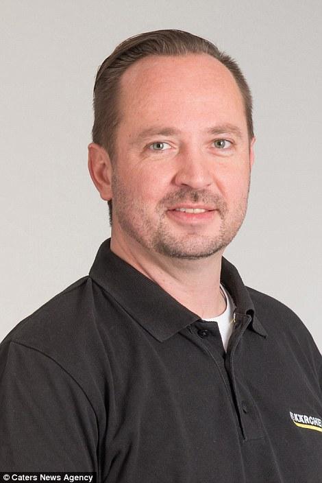 13. Торстен Мьюз числится в штате клининговой компании Karcher в Германии.