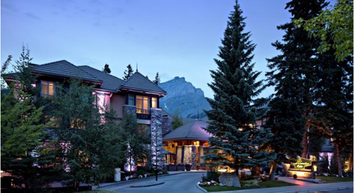 7. Delta Banff Royal Canadian Lodge, Banff, Канада Этот роскошный коттедж, находящийся в окрестностя