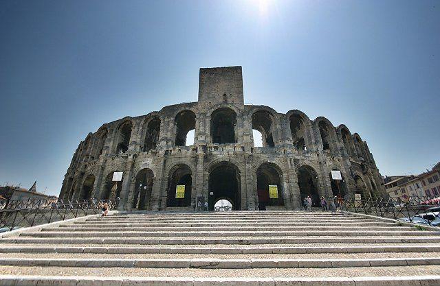 4. Римская арена в Арле Римская арена, находящаяся в городе Арль на юге Франции и способная вместить