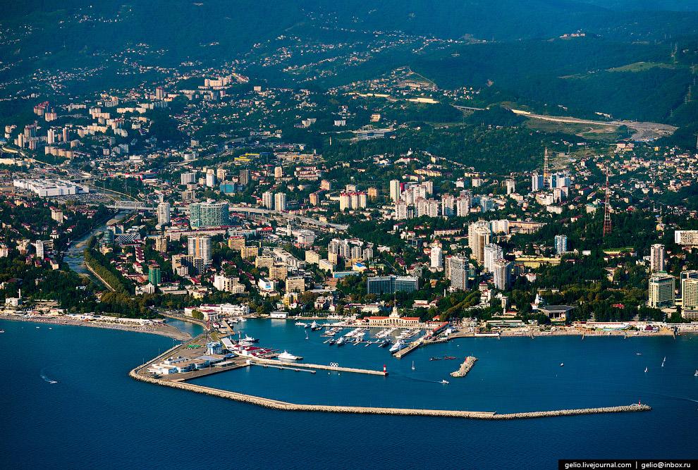 3. Сочинский морской торговый порт. Осуществляет регулярные морские пассажирские перевозки и кр