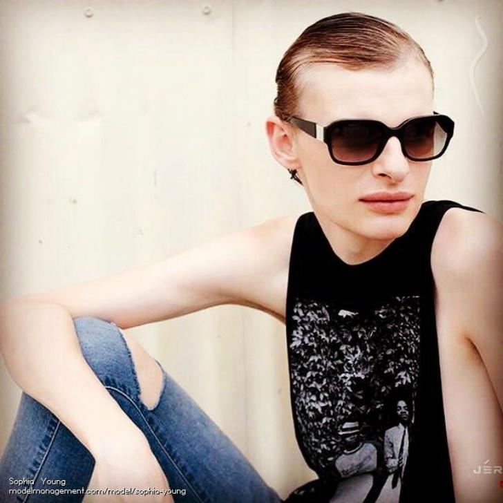 Но мисс Янг не хочет быть моделью всегда и со временем надеется найти «реальную» работу. , Двухлетня