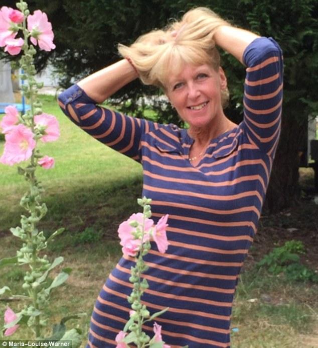 59-летнюю британку выжили соседи за то, что она загорала топлес (10 фото)