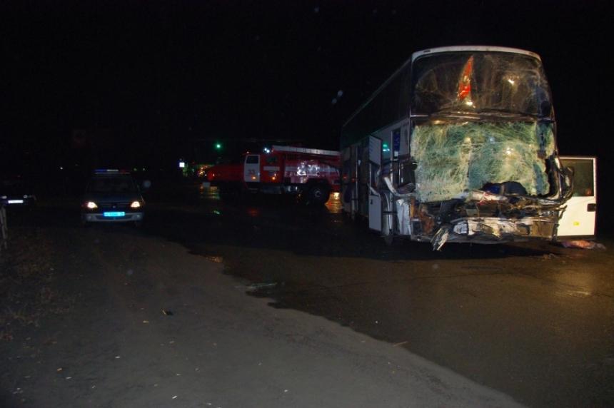 Три человека погибли вРязанской области при столкновении легковой машины савтобусом