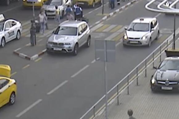 Водителю, который летом обидел полицейского ваэропорту Внуково, предъявили обвинение