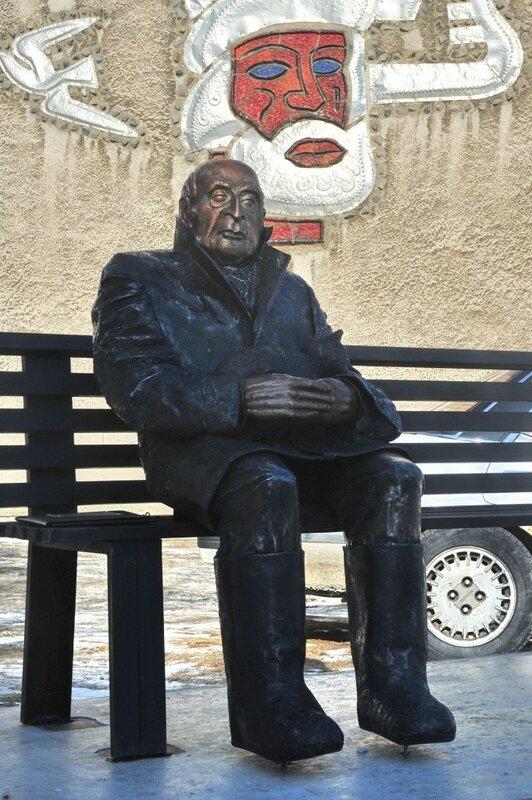 Памятник Вадиму Козину (Магадан)