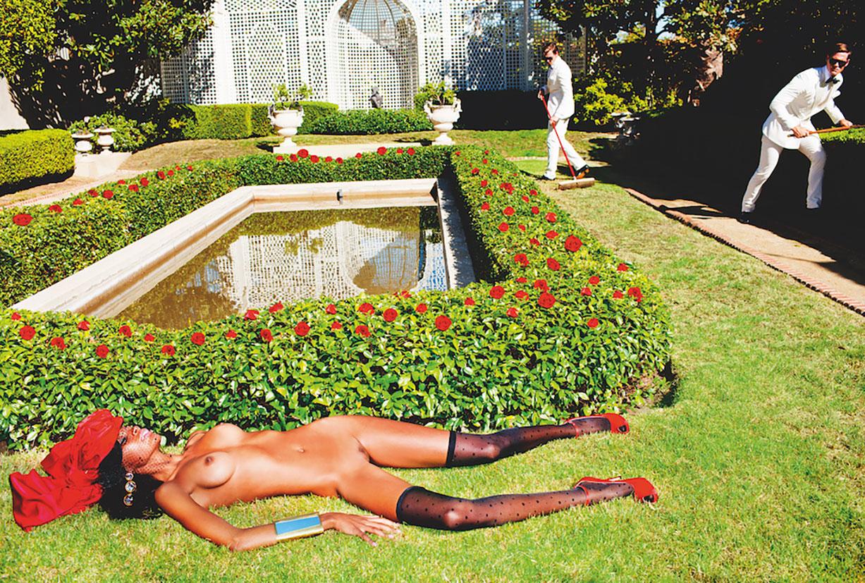 новая книга фотографа Tony Kelly - Taken! Entertaining Nudes
