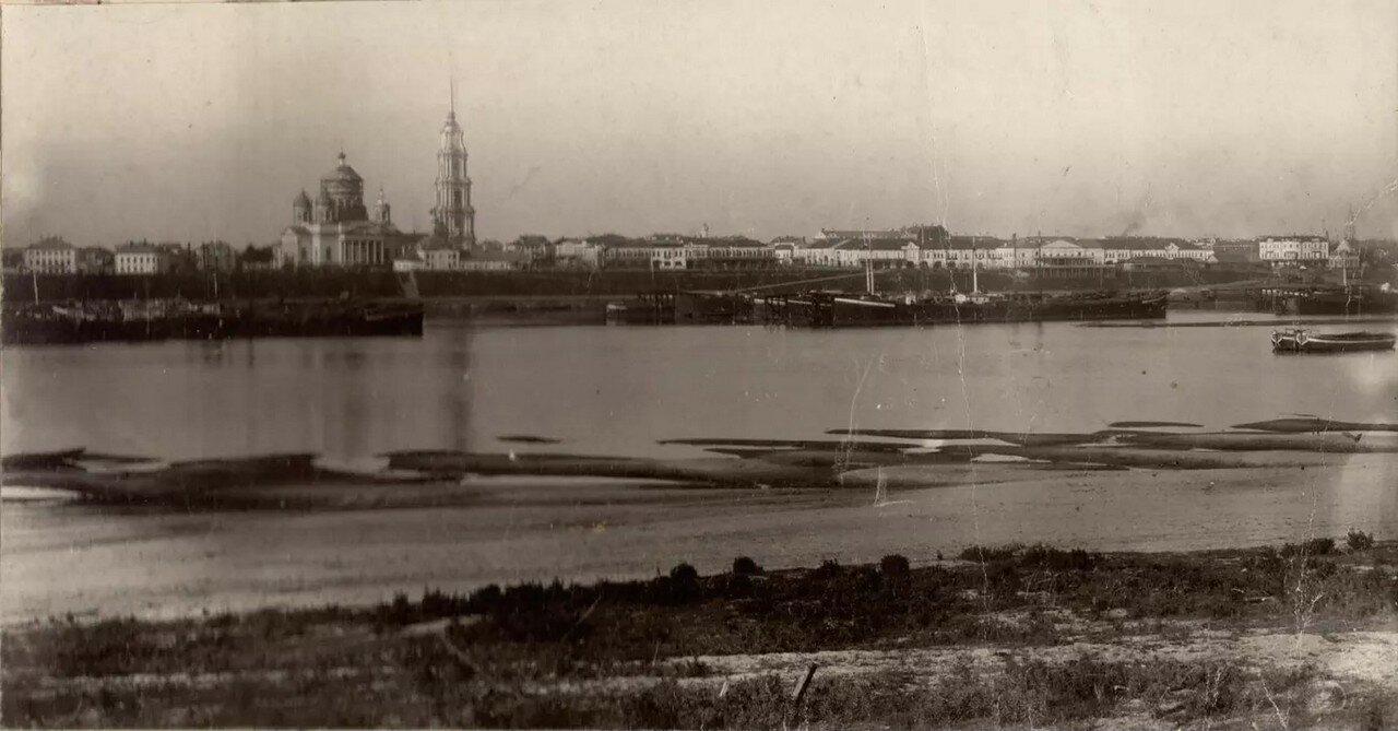 Вид Рыбинска с левого берега Волги
