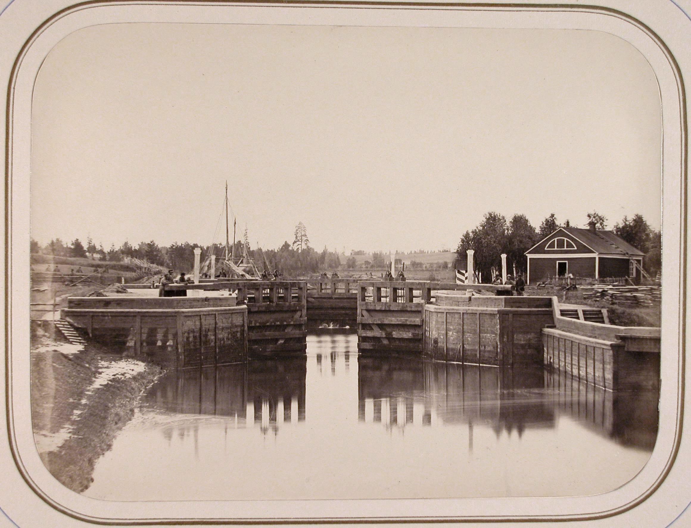 Вид одного из шлюзов на реке Вытегра