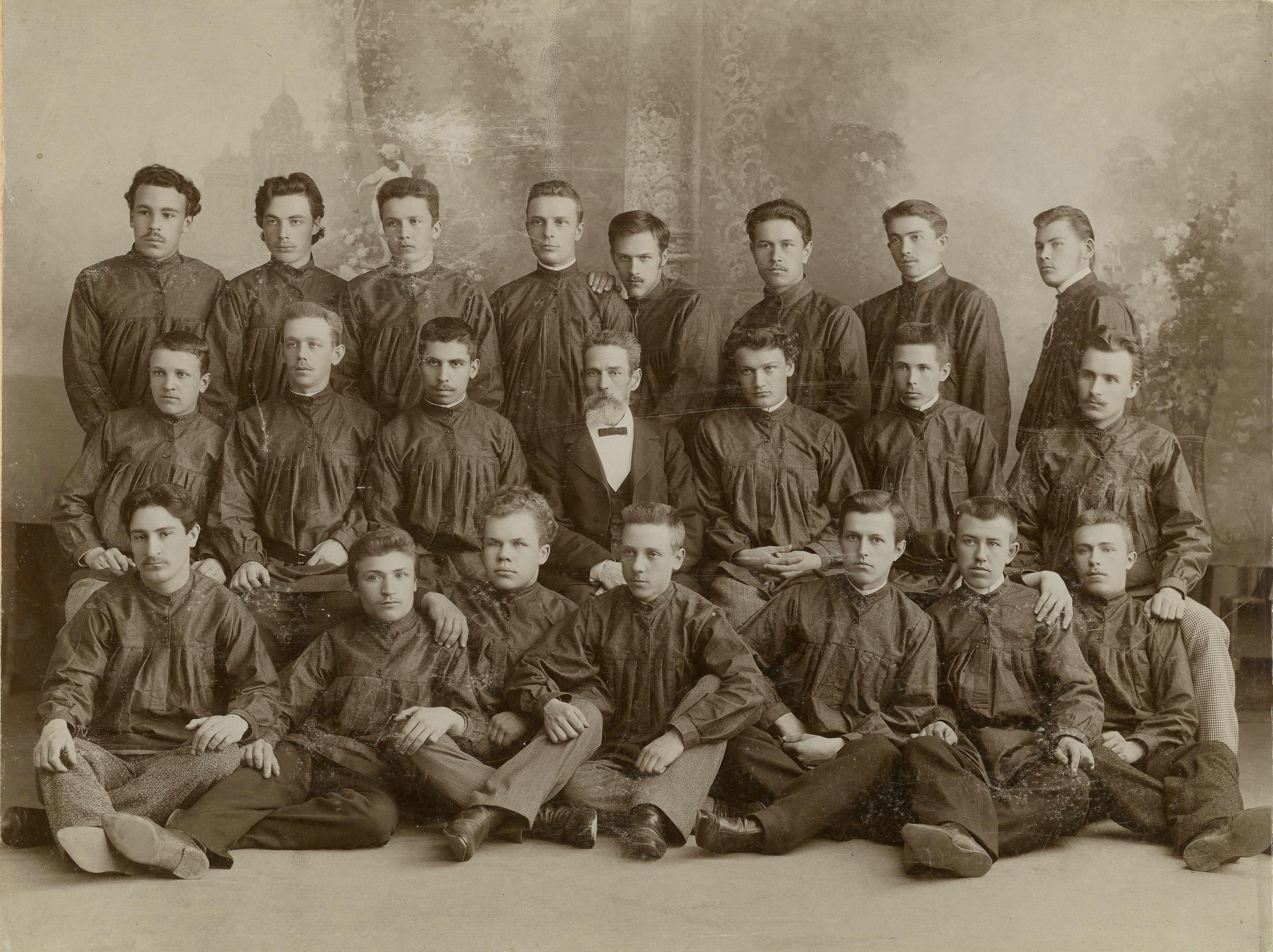 Группа учащихся Мальцевского училища