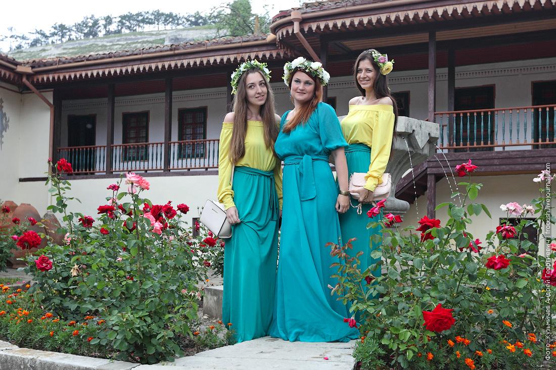 девчонки в Ханском дворце