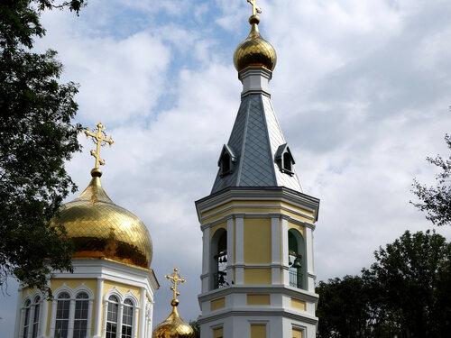 Купола храма...