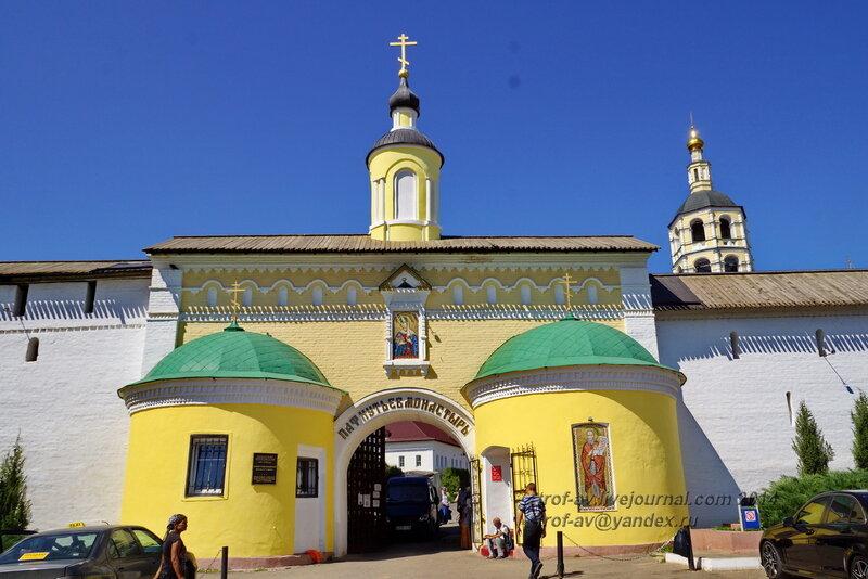 Святые (Проломные) ворота, Свято-Пафнутиев Боровский монастырь