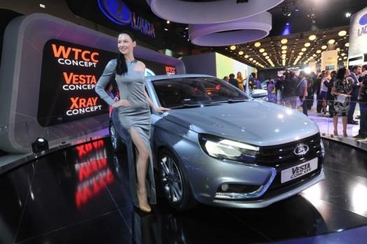 Автомобили и длинноногие девушки на Московском автосалоне 28 августа 2014 года