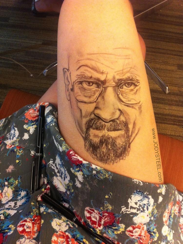 1. Смотрите также выпуск – Невероятно реалистичные татуировки Уолтера Уайта