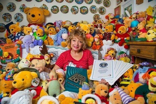 В сентябре 2014 года Дебора Хоффман (Deb Hoffmann) из штата Висконсин, побила свой собственный рекорд в 10 002 предметов, собрав 11 485 памятных вещей, связанных с Винни Пухом.
