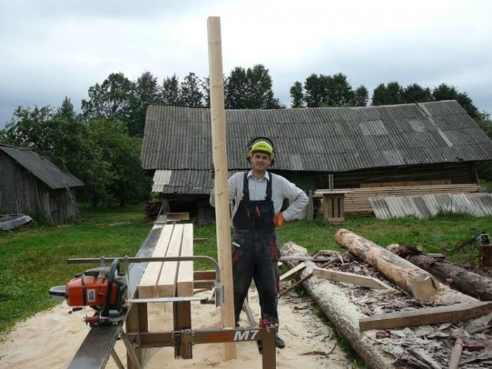 Житель Белоруссии строит соломенный дом