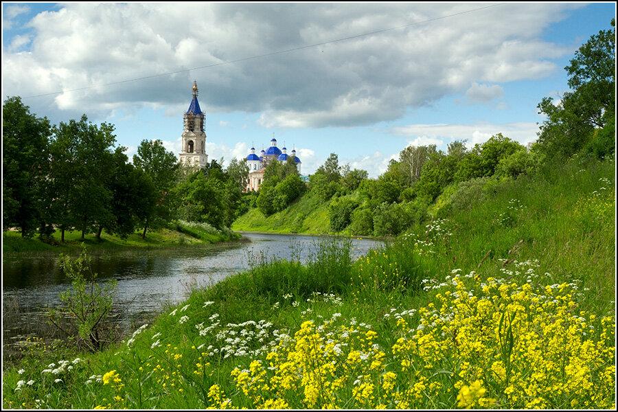 Воскресенский собор и река Кашинка