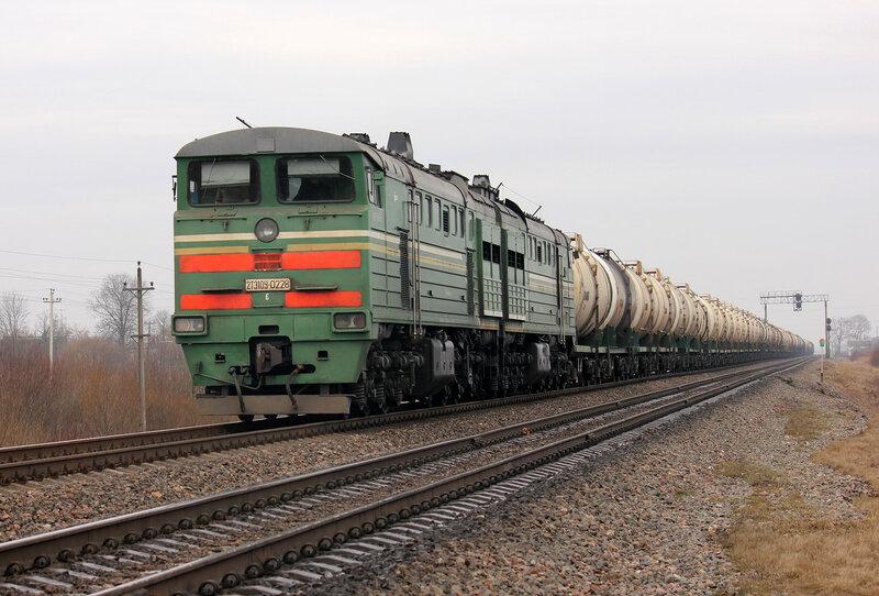 2ТЭ10у-0228 на станции Молодечно