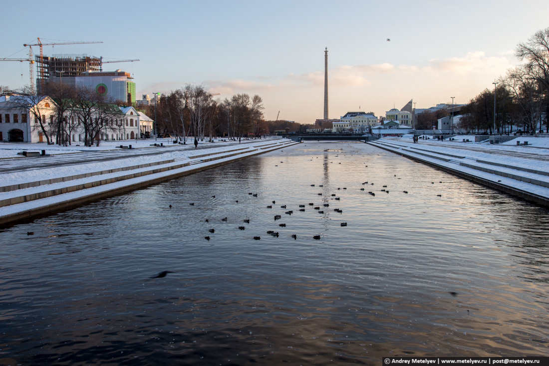 Плотинка в Екатеринбурге. Утки плавают