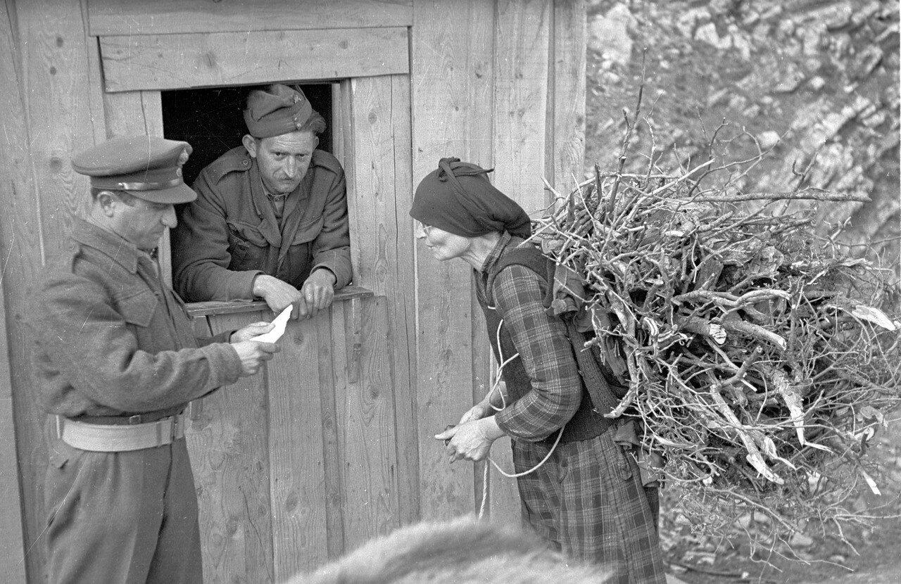 1948. Проверка во время комендантского часа