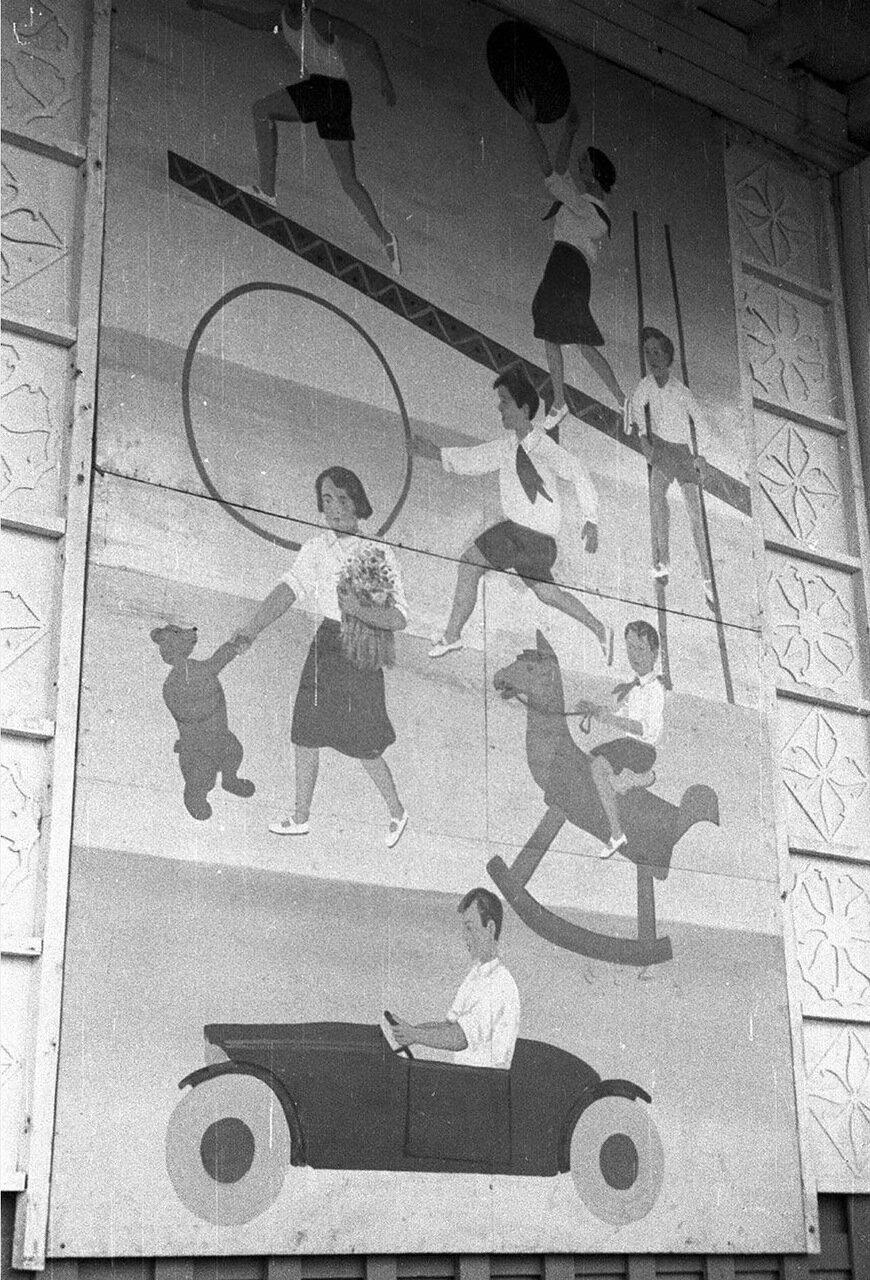 04. Детский городок. База пионеров и школьников. Изображения на фасаде