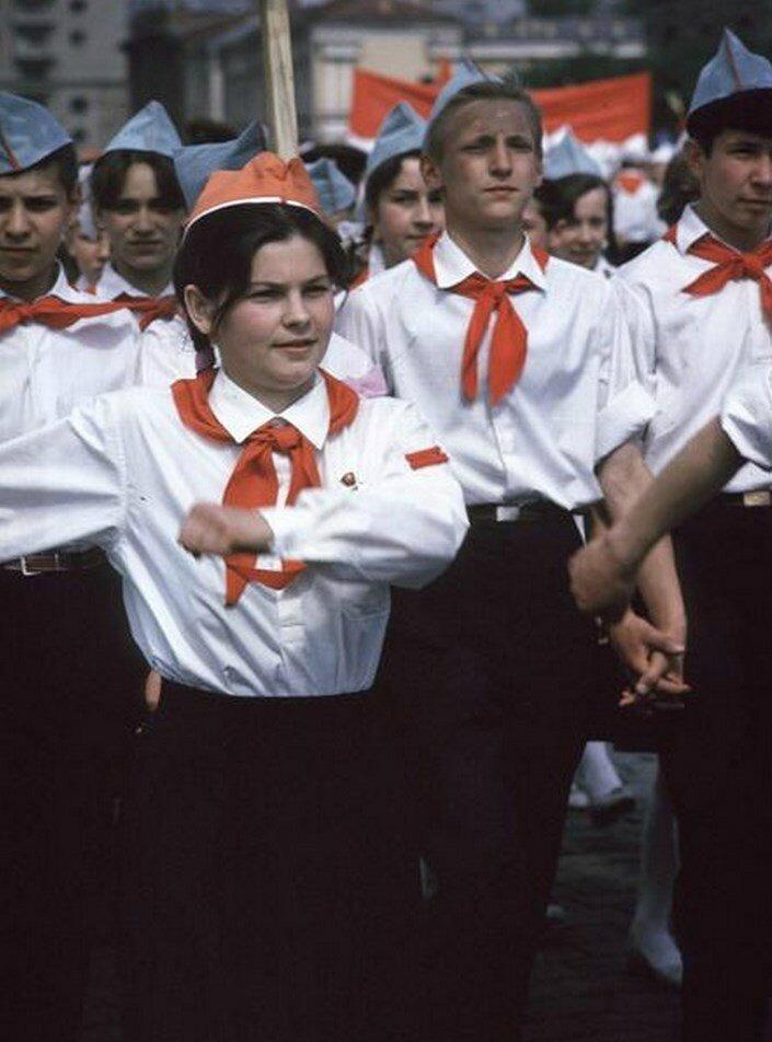 Москва. Пионеры маршируют по Красной площади
