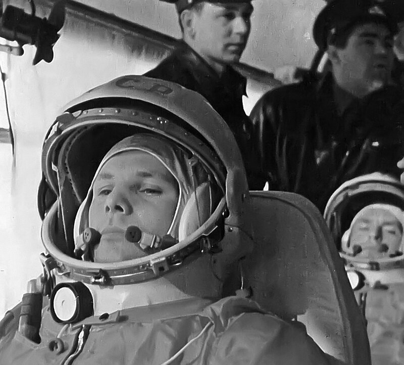 Юрий Алексеевич Гагарин в автобусе, на пути к стартовой площадке. Байконур 12.04.61.