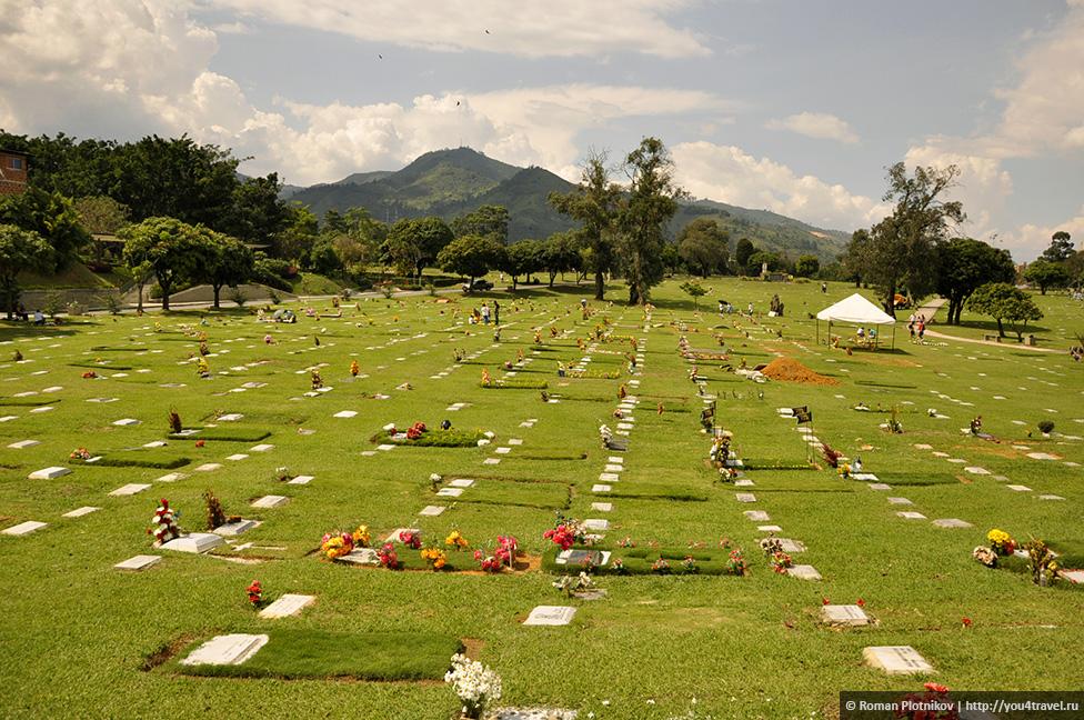 0 14e9ba dd60b0b orig День 171. Кладбище, где похоронен колумбийский наркобарон Пабло Эскобар, и его дом в Медельине