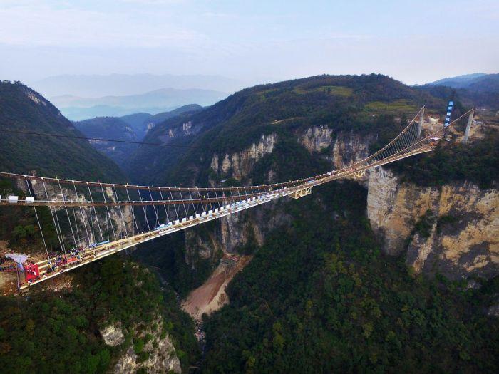 Завершающий этап, самого длинного стеклянного моста
