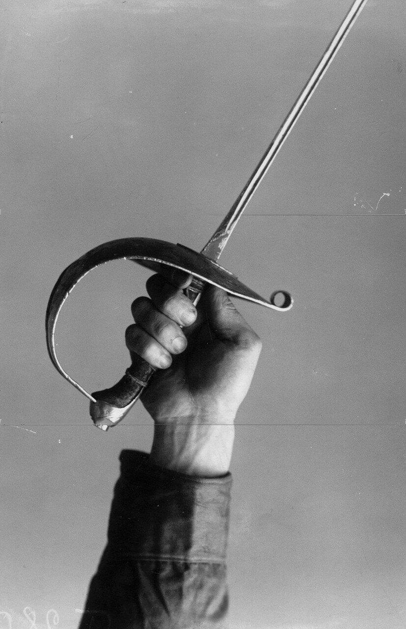 02. Итальянский способ держания рукоятки шпаги всеми пятью пальцами