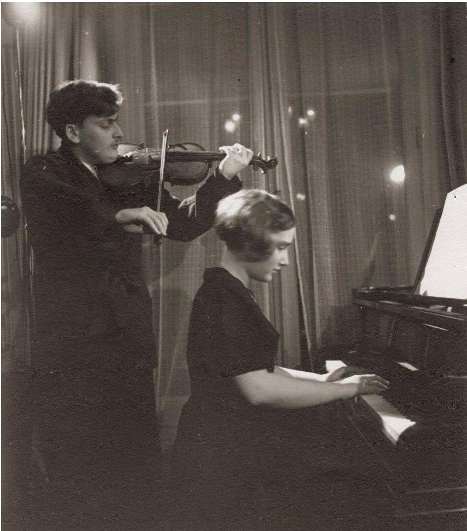 1936. Иегуди Менухин (скрипач и дирижер) и его сестра
