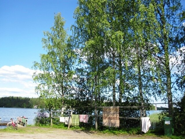 Сушка ковров у озера