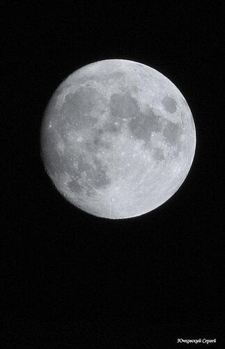 На Луне...