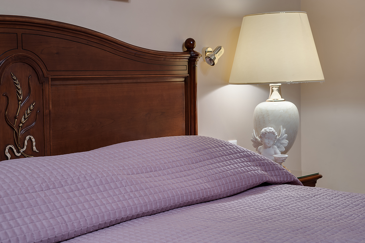 Photos of bed linen in the interior.