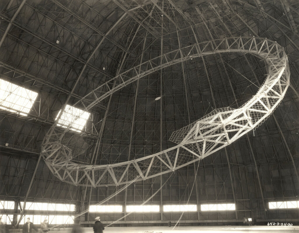 Rising the First Main Frame of a Dirigible