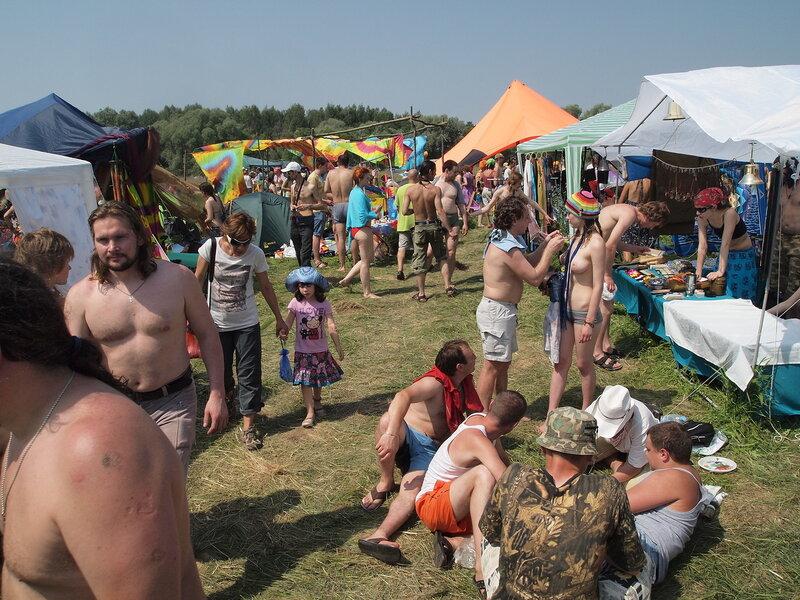 Голые на фестивале пустые холмы глупость!