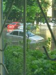 наводнение в г. Воронеже во дворе дома на ул. Студенческой, 1 и возле мед. академии 4.06.2010