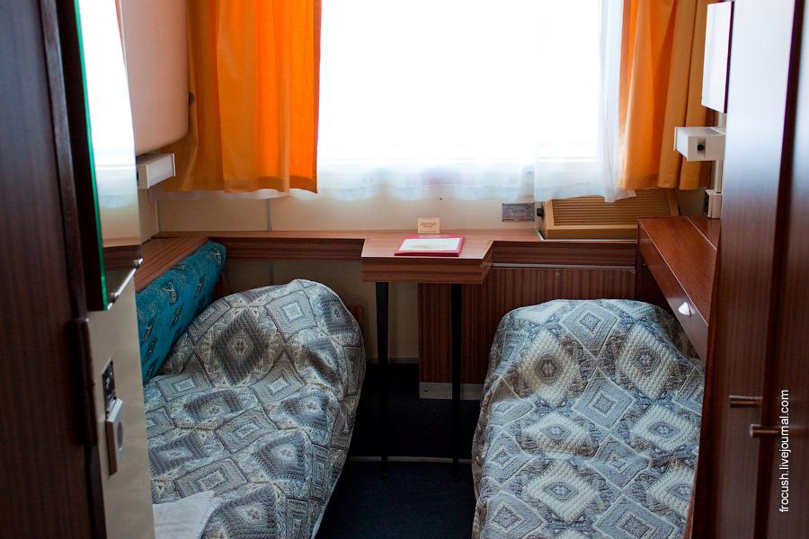Трехместная двухъярусная каюта №78 на средней палубе теплохода «Сергей Кучкин»