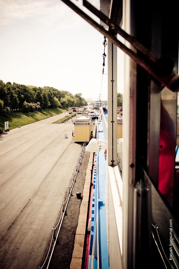 Вид из ходовой рубки теплохода «Феликс Дзержинский» на причалы Северного речного вокзала