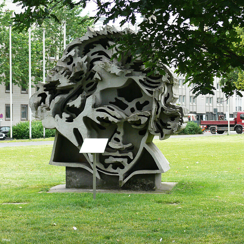 Памятник Бетховену в Бонне