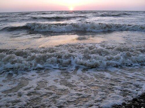 Закат... Набегающие волны