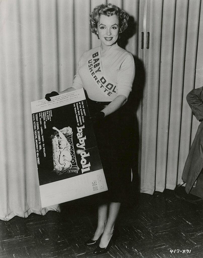 "Marilyn Monroe as an usherette at the December 18, 1956 premiere of Elia Kazan's, ""Baby Doll"".jpg"