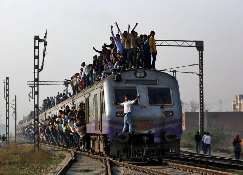 0 17c9c8 3d9ec34c XL - Почему в Индии пассажиры поезда ездят снаружи