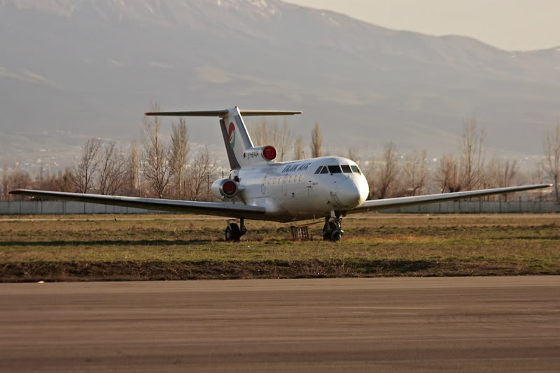 Yak-40_EY-87434_Tajic_Air_2_DYU_for-1.JPG