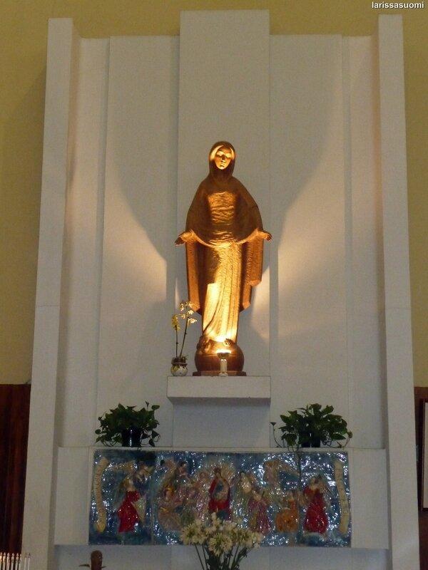 Статуя Мадонны. Церковь Maria SS Immacolata.