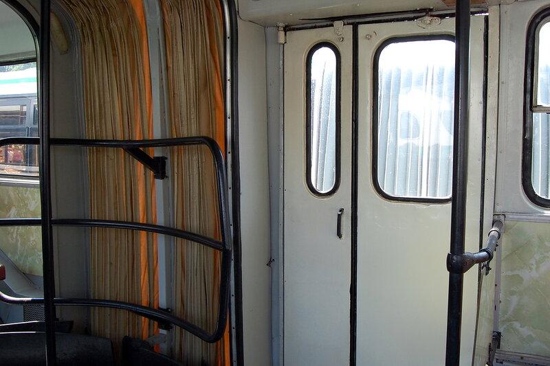 Выставка современного и старинного общественного транспорта
