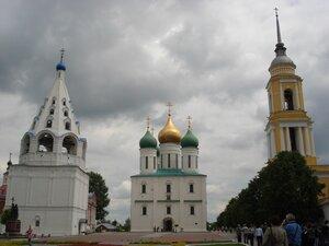Площадь с Успенским собором
